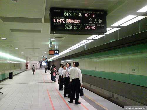 台灣高鐵和日本新幹線的月台告示板之比較