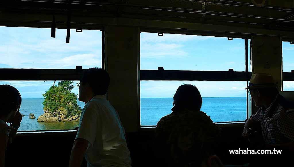 有著美麗站名與海景的 JR 氷見線「雨晴駅」