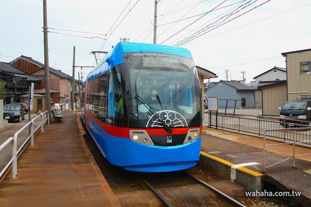 怒濤更新之路面電車(29):萬葉線「ドラえもん電車」