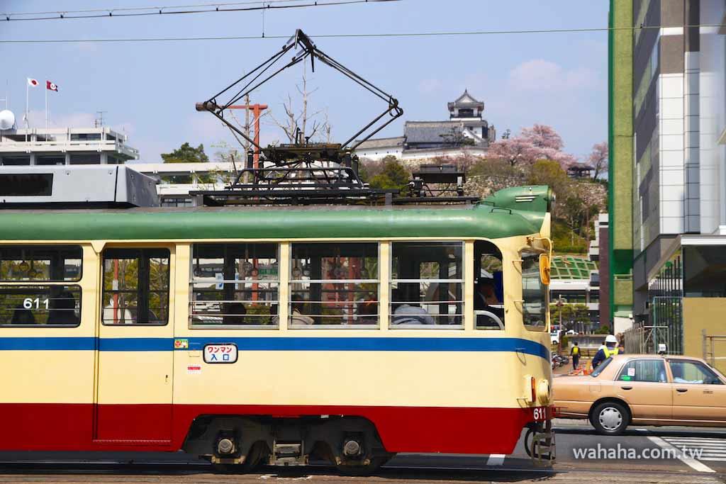 怒濤更新之路面電車(87):車窗外的風景,高知城(とさでん交通)
