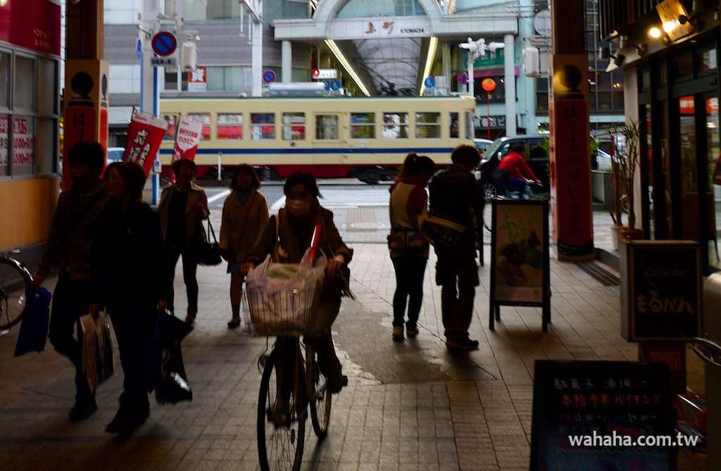 怒濤更新之路面電車(95):車窗外的風景,はりまや橋商店街(とさでん交通)